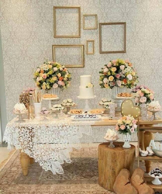 Casamento decorado com molduras