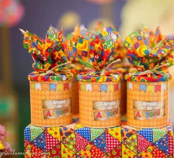 Latas decoradas para chá de bebê junino
