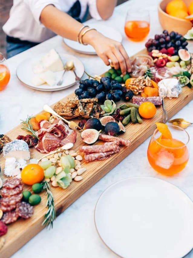 Mesa de comida rústica
