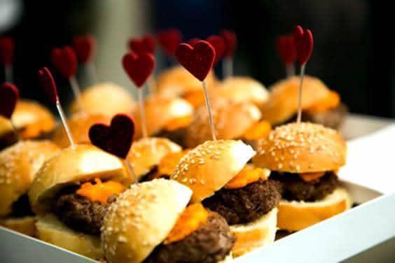 Mini hambúrguer para festa infantil