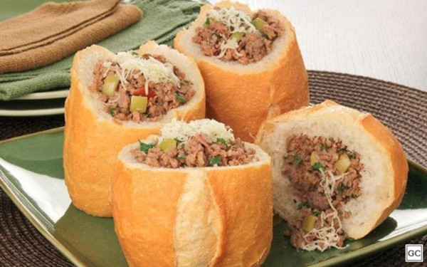 Pão com carne moída para festa junina