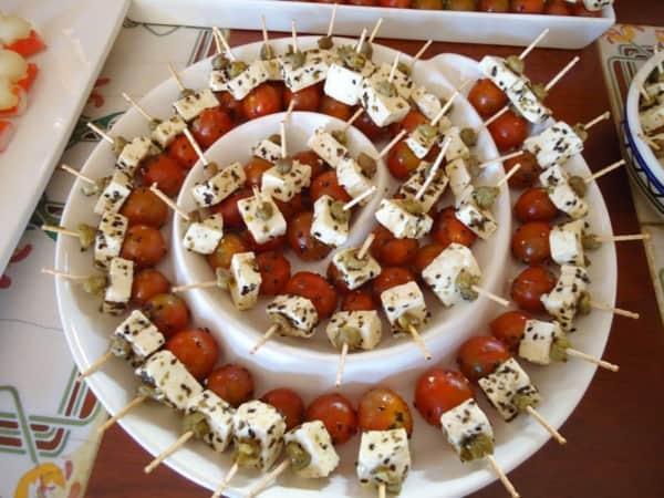 Palitinhos com queijo e tomatinho