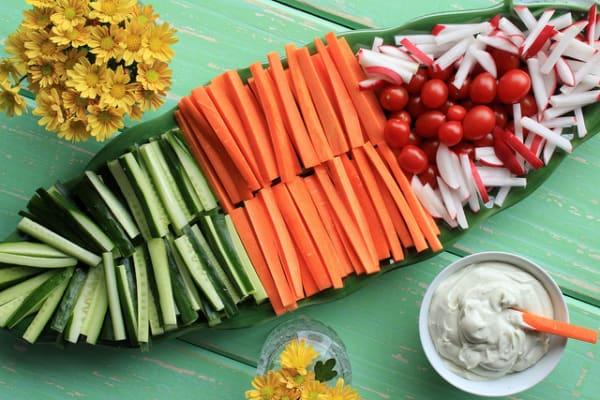 Palitos de cenoura pepino e rabanete