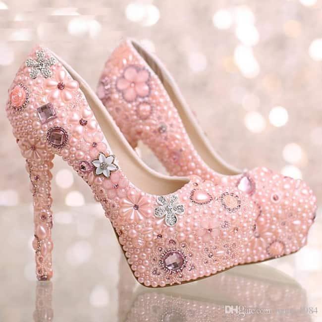 Salto com pérolas rosas