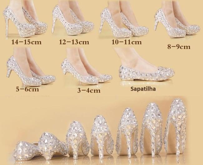 Saltos dos sapatos de 15 anos