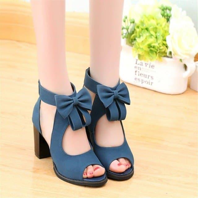 Sapato com laço azul para debutante