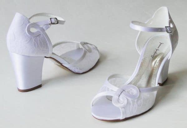 Sapato com renda branca