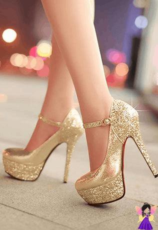 Sapato lindo dourado