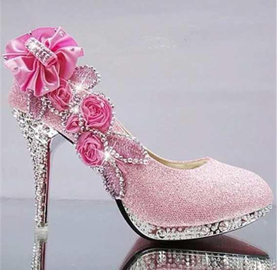Sapato rosa com flores