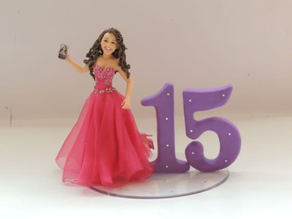 Topo de bolo 15 anos boneca e números