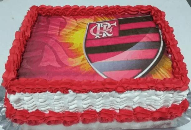 bolo com papel de arroz do time flamengo