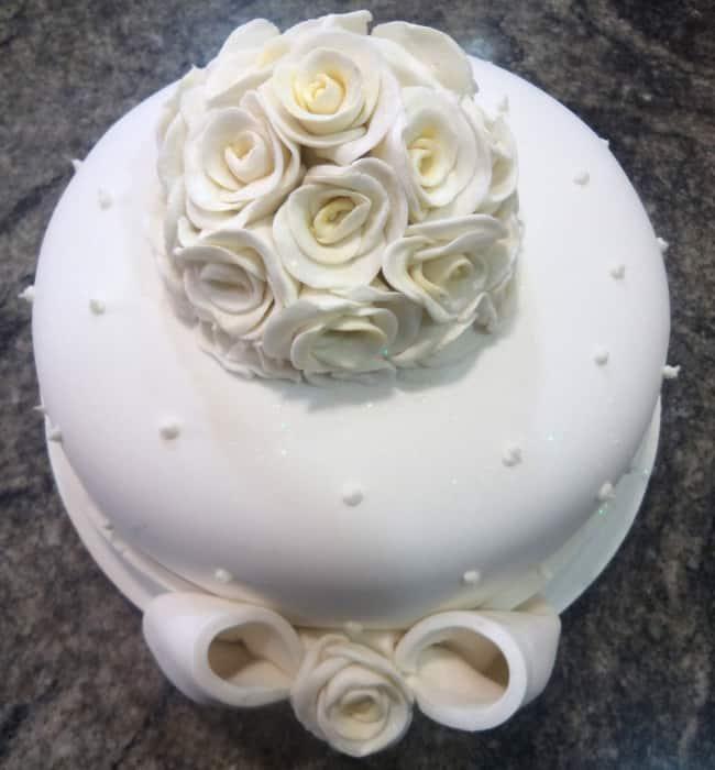 bolo de pasta americana com flores
