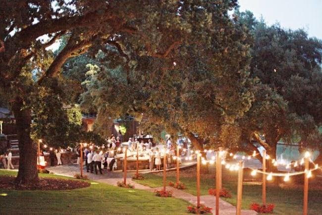 casamento ao ar livre a noite com luzes