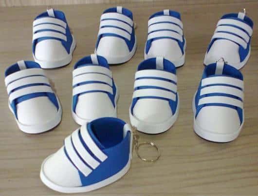chaveirinho de tênis azul