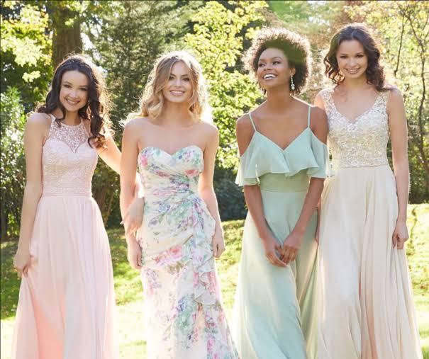 convidados de casamento ao ar livre