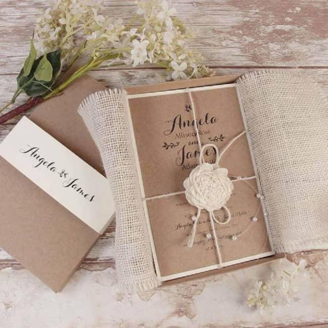 convite com papel kraft para casamento rústico