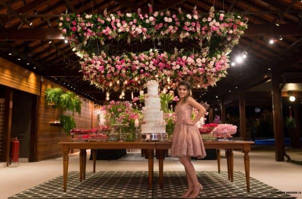 cores para festa 15 anos rosa com flores