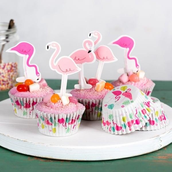 cupcake com flamingo de papel e forminha