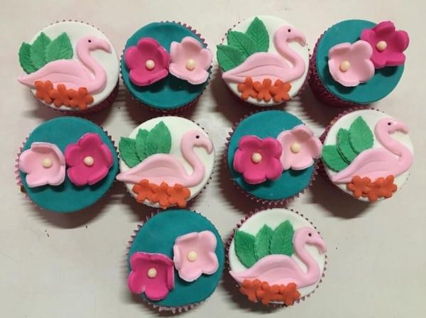cupcake flamingo com detalhes