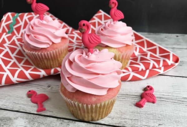 cupcake rosa com flamingo