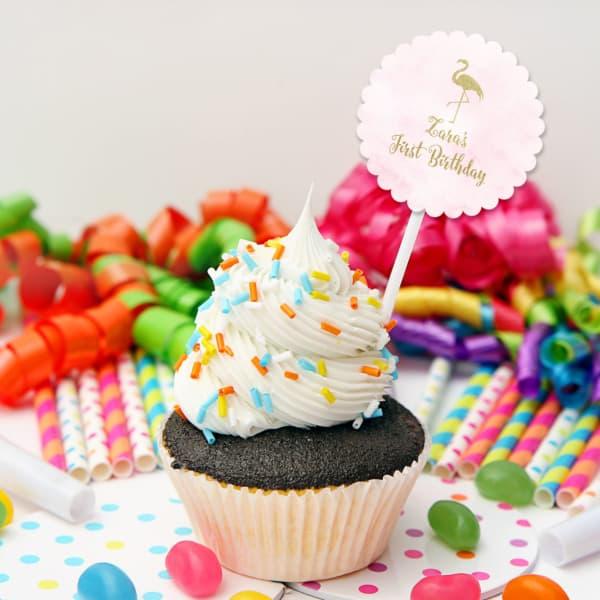 decoração de cupcake com plaquinha