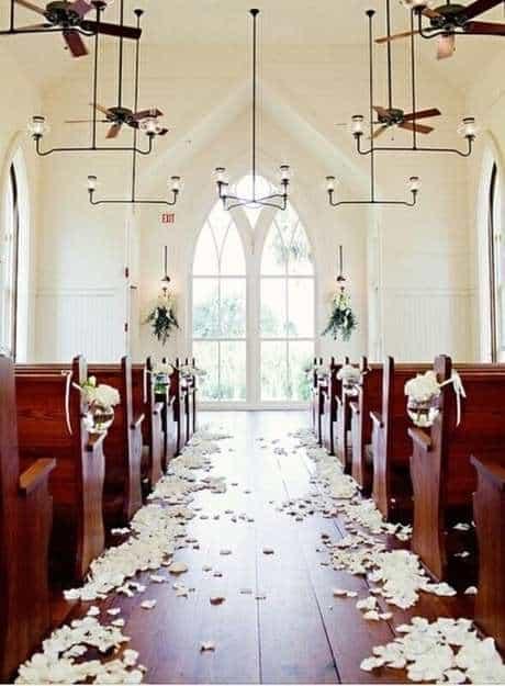 decoração minimalista em igreja