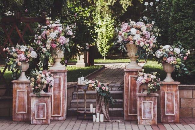 entrada do casamento ao ar livre