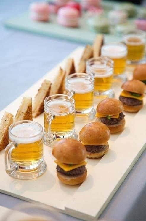 lanchinhos e cerveja para casamento rústico