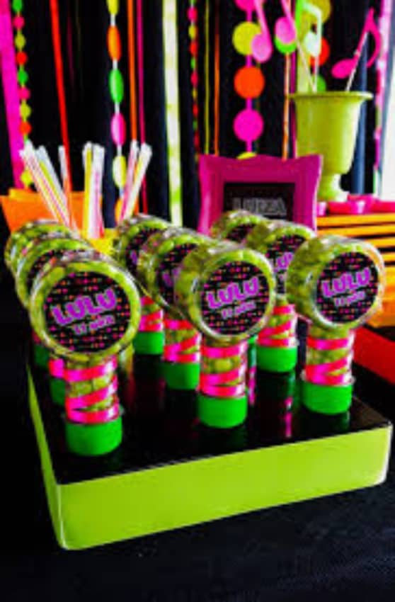 lembrancinha doces neon