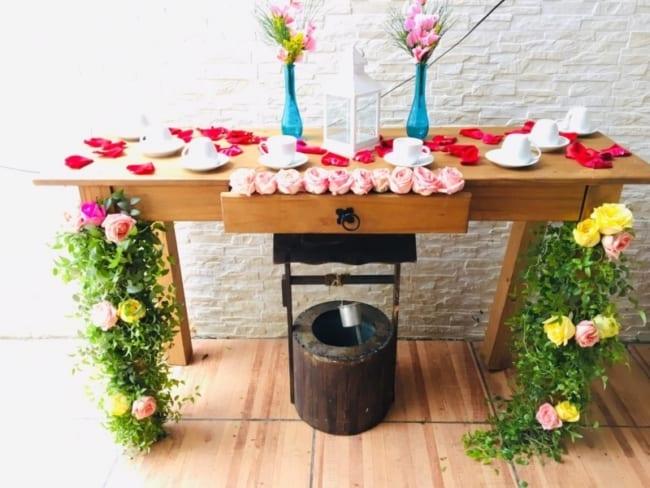 mesa do café em casamento rústico