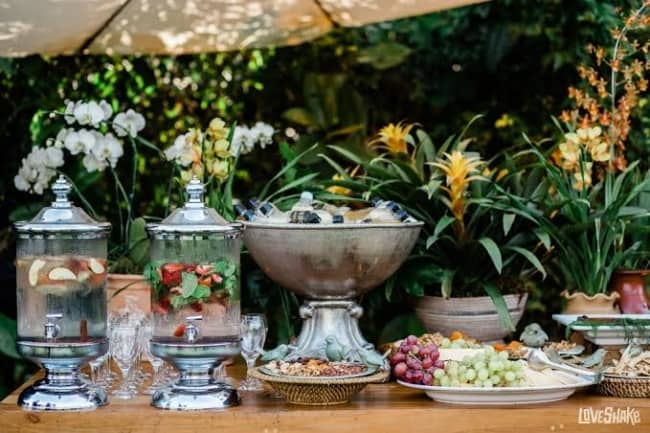 mesa para cardapio para casamento ao ar livre