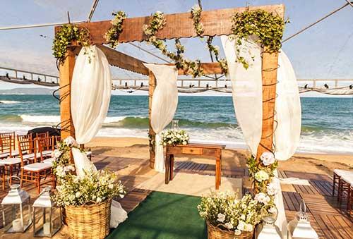 pergolado em casamento na praia
