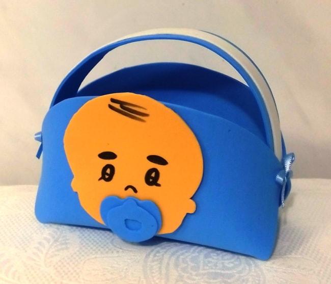 sacolinha azul com bebê