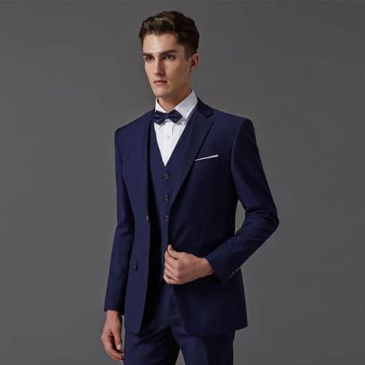 terno azul com gravata borboleta