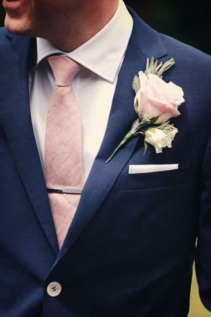 terno azul com gravata rosa