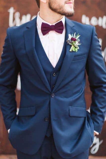 terno azul com gravata vermelha