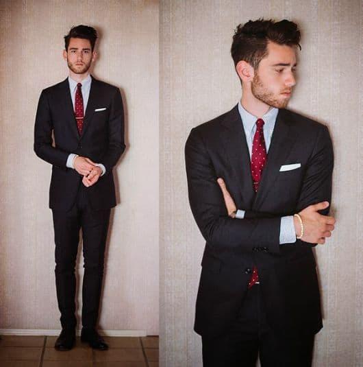 terno preto com gravata vermelho