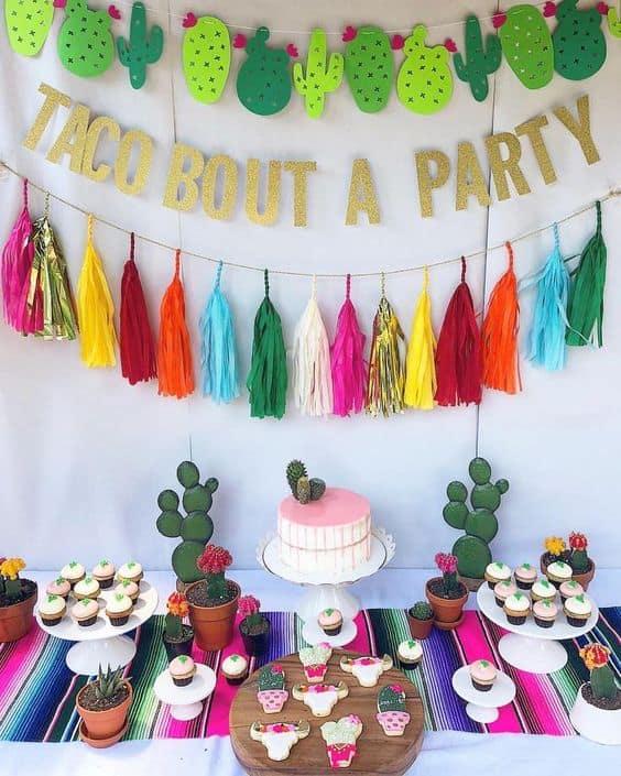 festa com decoração colorida