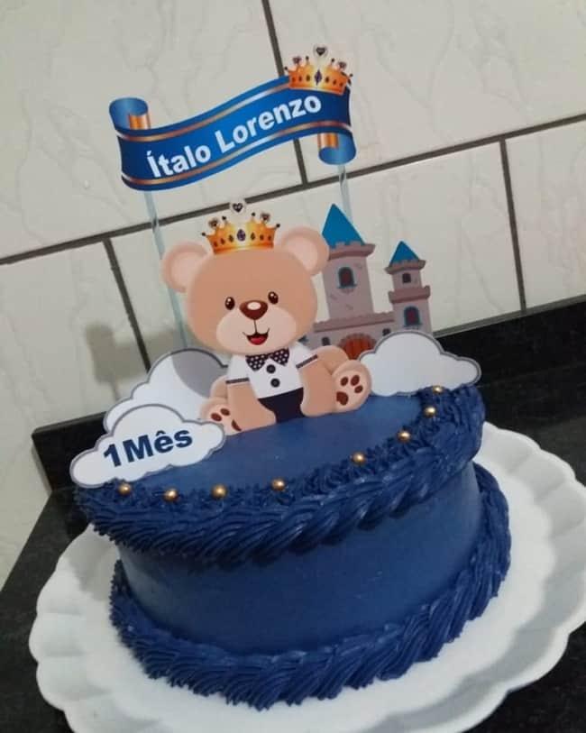 bolo decorado em azul marinho
