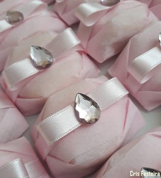 bem nascido decorado em rosa