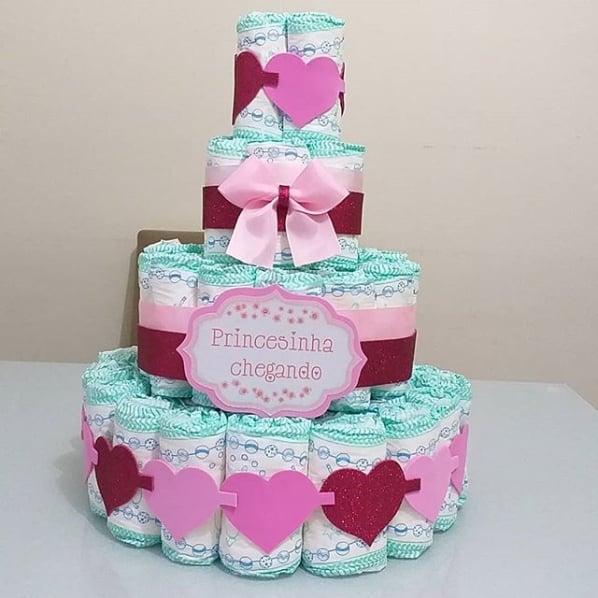 decoração com eva para bolo de fraldas