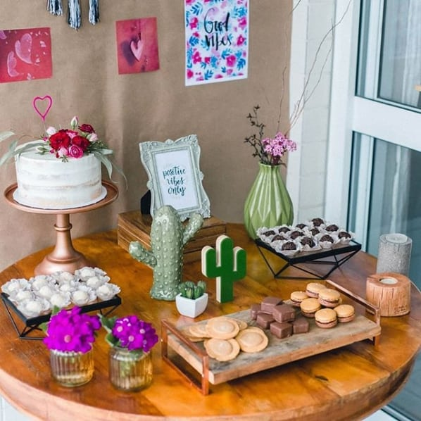 festa simples com decoração criativa