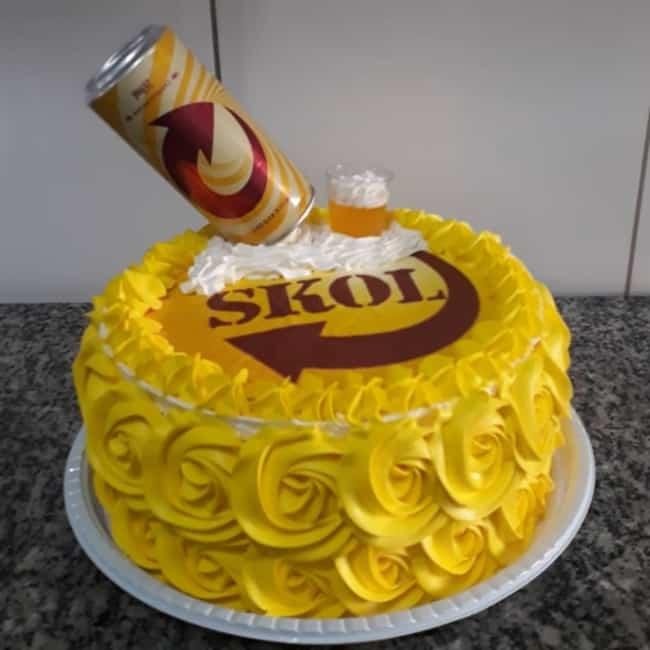 bolo amarelo da Skol