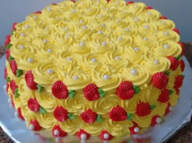 bolo decorado amarelo