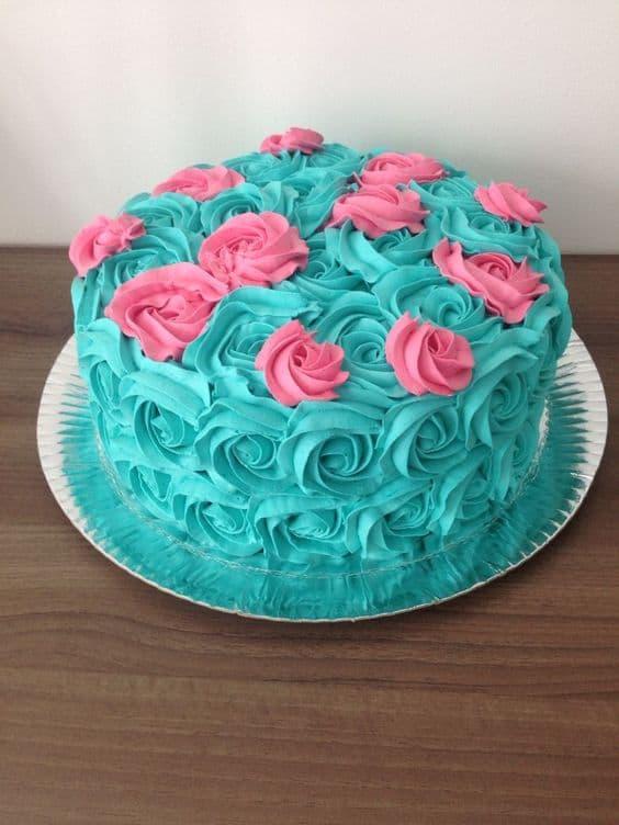bolo de glacê azul claro