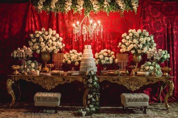 decoração casamento com mesas douradas