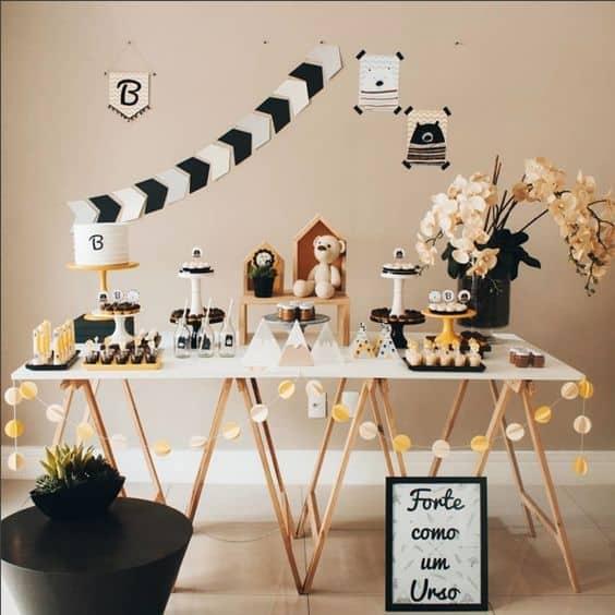 decoração festa com mesa cavalete