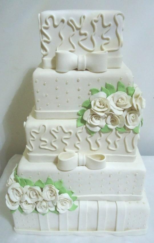Bolo de casamento com 4 andares decorado