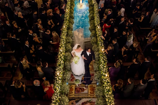 Casamento com passarela de espelho