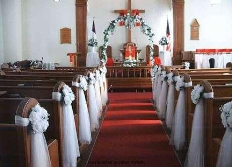 Casamento na igreja com decoração simples